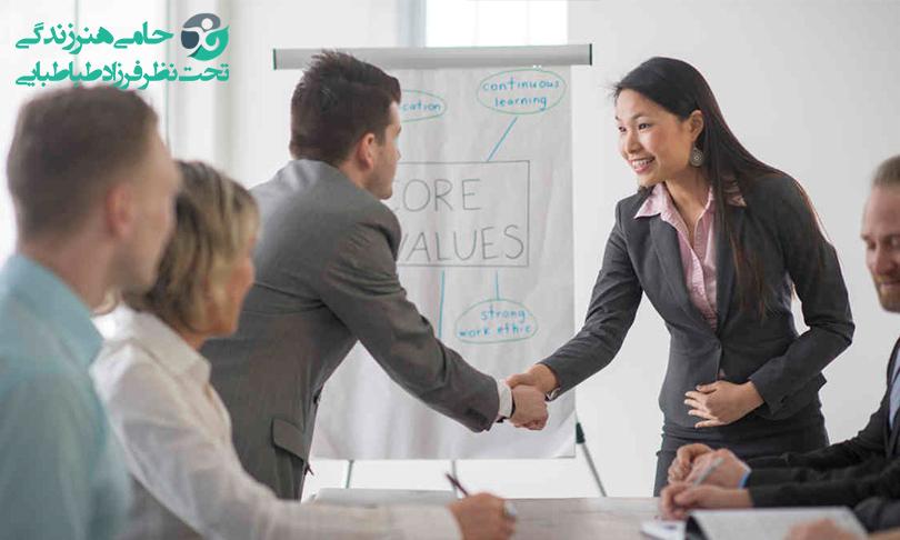 اخلاق حرفه ای | چطور در محیط کار حرفه ای رفتار کنیم؟