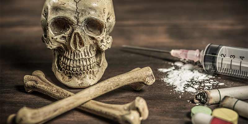 علائم اعتیاد به هروئین | پیامد ها و عوارض مصرف هروئین