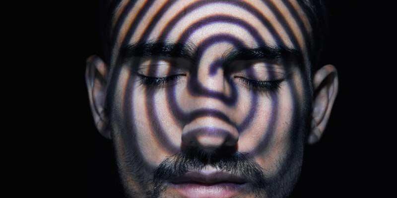آیا هیپنوتیزم واقعیت دارد؟ | همه چیز در مورد هیپنوتیزم