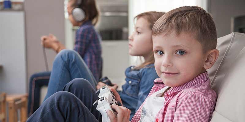 چگونه با کودکان بیش فعال رفتار کنیم | رفتار صحیح با کودکان بیش فعال