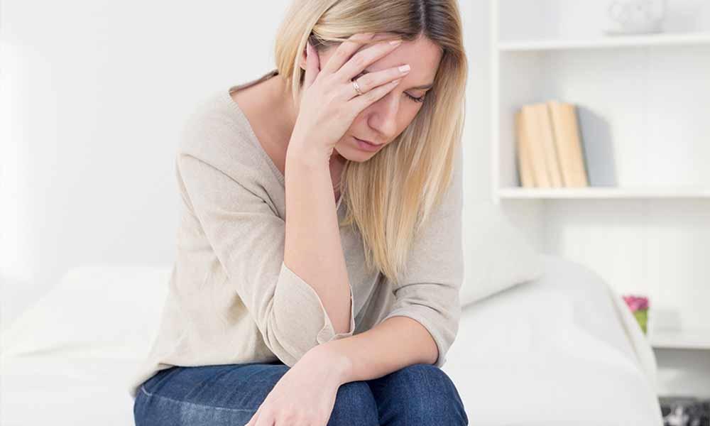 سندرم ملال پیش از قاعدگی (PMDD) | نشانه ها، علل و نحوه درمان
