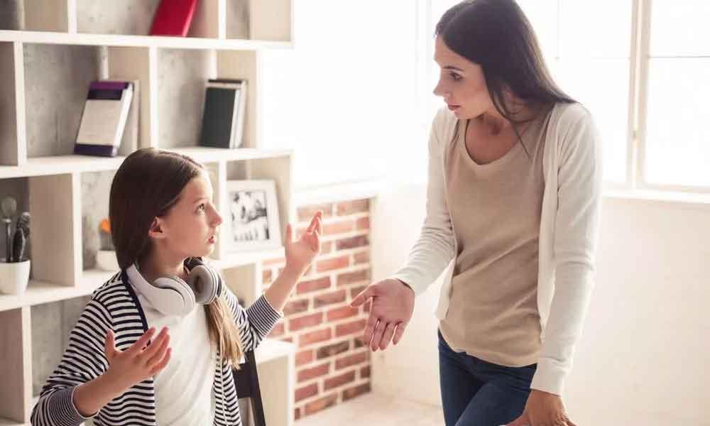 رفتار مادر با دختر نوجوان