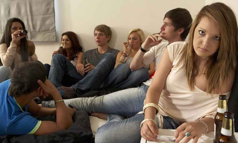 تاثیر دوستان در اعتیاد | نقش دوستان در گرایش جوانان به مصرف مواد مخدر