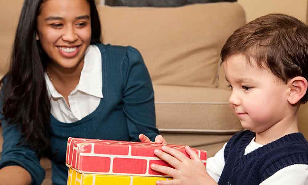 پرستار کودک در منزل | مزایا و معایب پرستار کودک