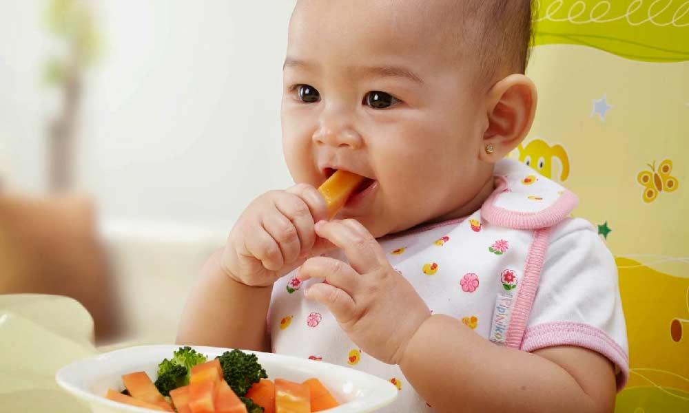 زمان شروع غذای کمکی نوزاد