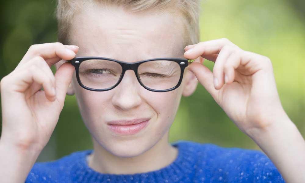 اختلالات تیک | علل، درمان و انواع اختلال تیک
