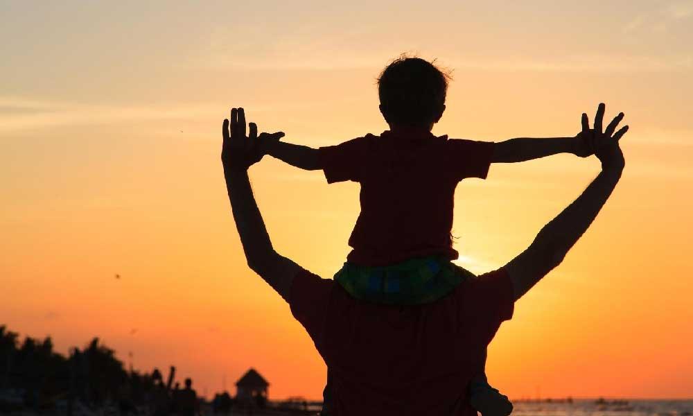 خوشحالی پدر | چگونه میتوان پدر را خوشحال کرد؟