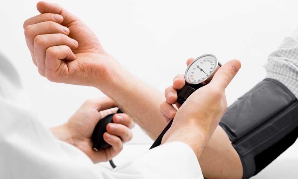 فشار خون بالا | عوارض و راه های پایین آوردن فشار خون