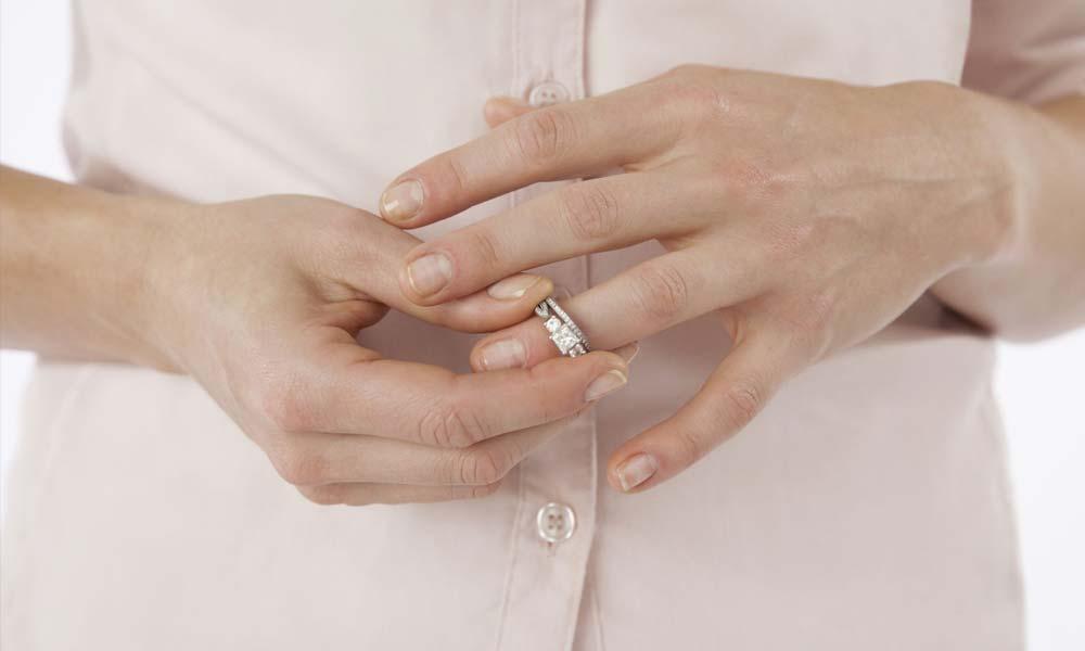 درخواست طلاق زنان | چرا زنان بیشتر درخواست طلاق می دهند؟