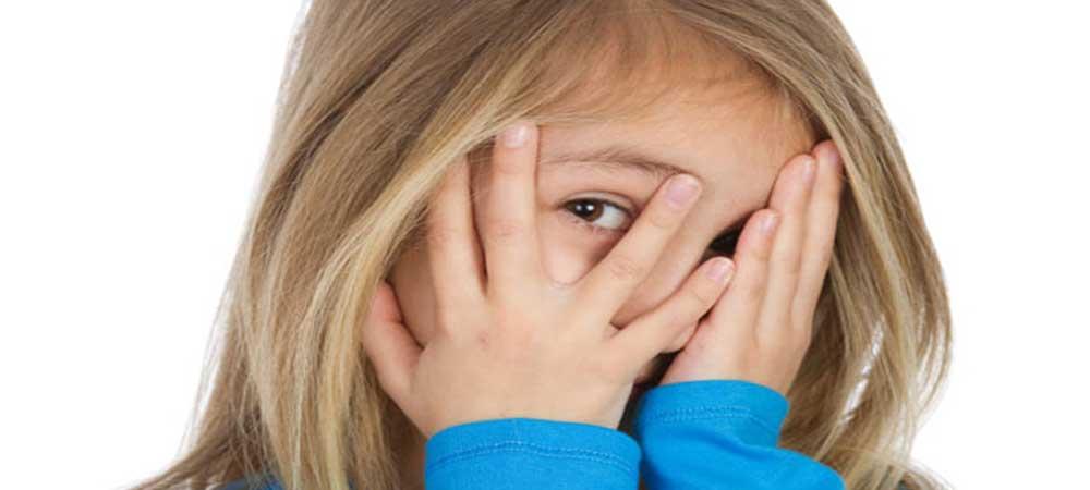 آیا کمرویی کودکان میتواند طبیعی باشد؟