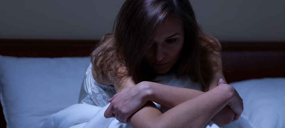 مشکلات خواب. ممکن است به شکل بی خوابی یا پرخوابی بروز کند