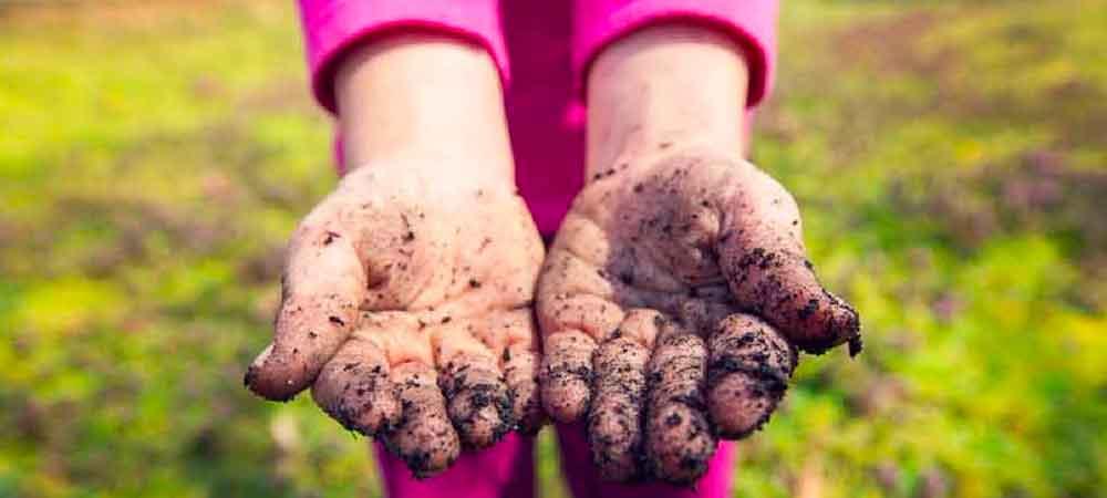 عوارض خاک خوردن کودک