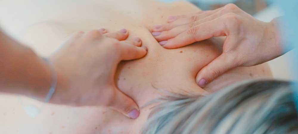 لمس بدن همسر و انجام ماساژ جنسی