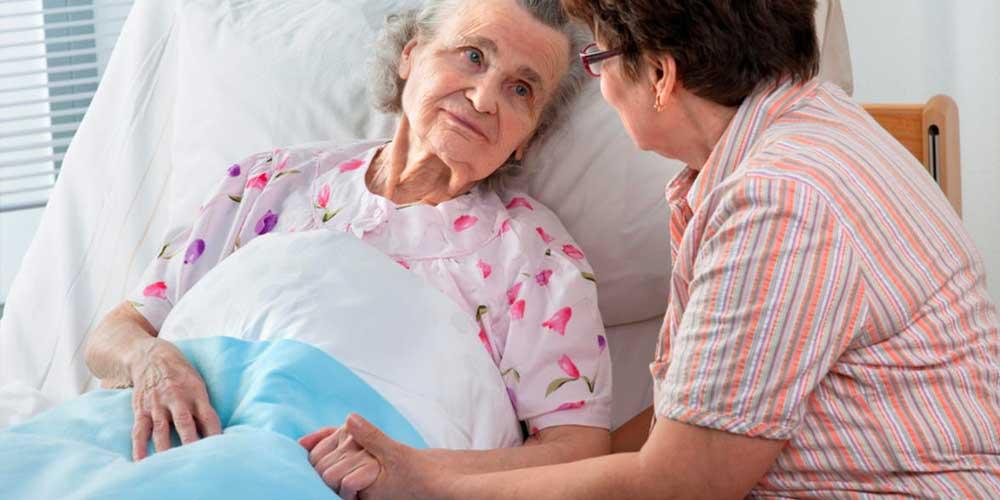 لمس بیمار در هنگام صحبت