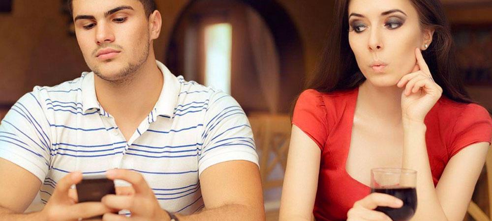 نسبت به چک کردن گوشی همسرتان حساس نباشید