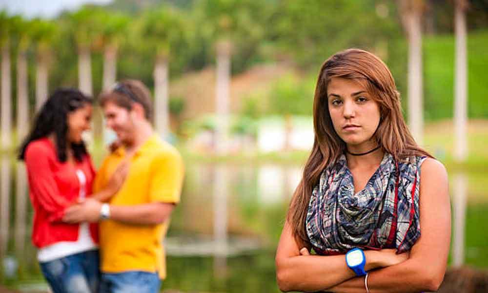 درمان آسیب نفر سوم رابطه | چرا درمان لازم است؟
