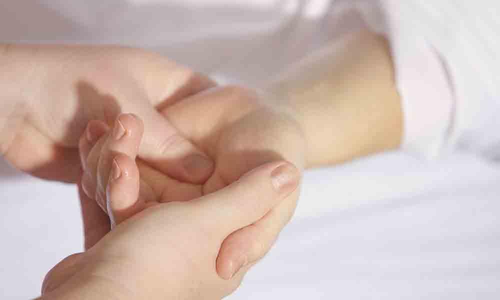سوزن سوزن شدن بدن | نشانه ها، علل و درمان گزگز بدن