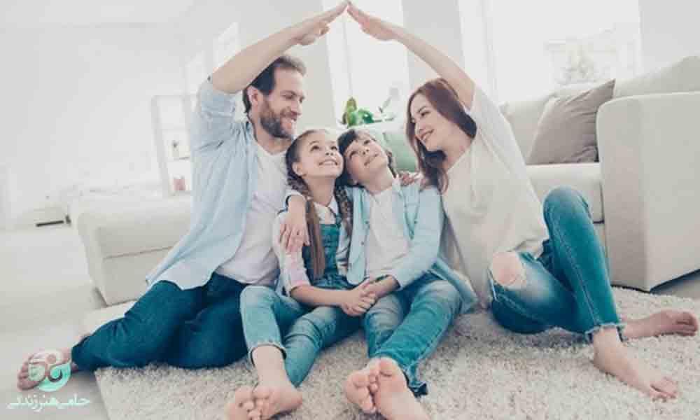 پوشش والدین در حضور فرزندان | تاثیر پوشش نامناسب والدین در خانه بر فرزندان