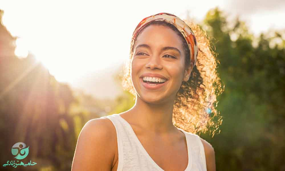 تأثیرات لبخند زدن | فواید شگفت انگیز لبخند زدن