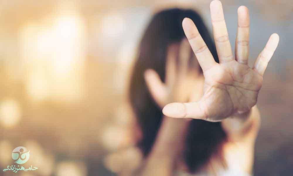 تحقیر شدن در رابطه | با احساس حقارت در رابطه چه کار کنیم؟