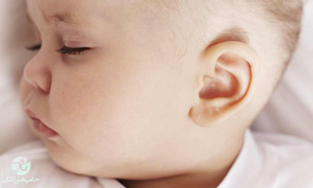 گوش درد نوزاد | علل و درمان گوش درد در دوران نوزادی