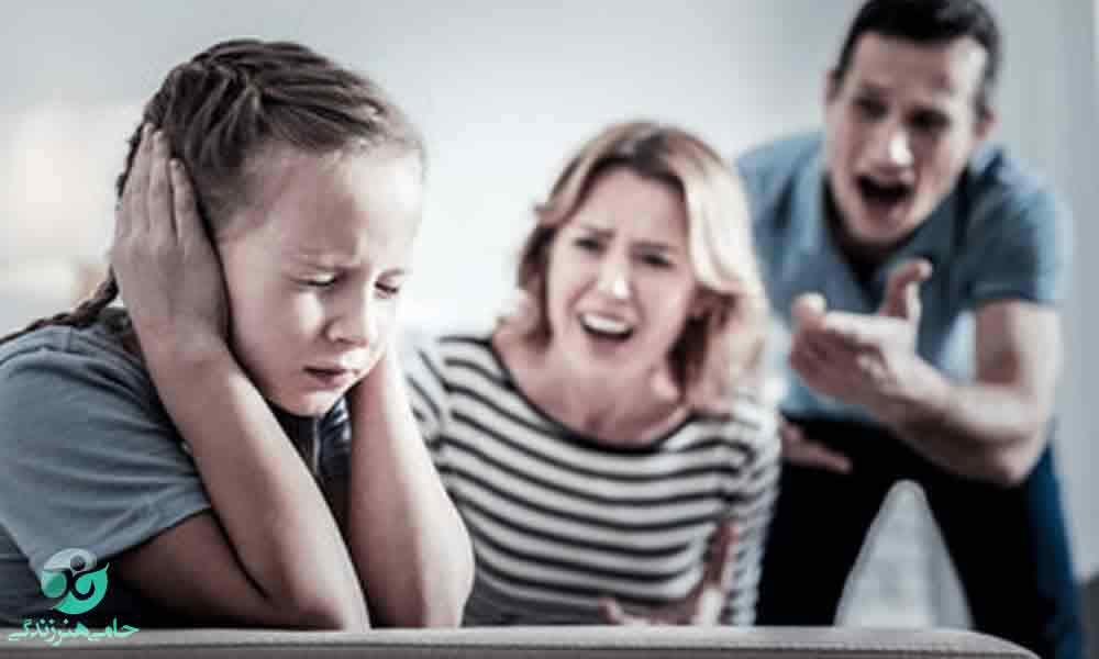 والدین کنترل گر | ویژگی ها و نحوه برخورد با والدین کنترل گر