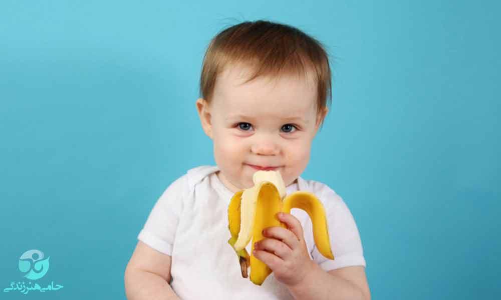 از کی به نوزاد موز بدهیم | بهترین زمان برای دادن موز به نوزاد