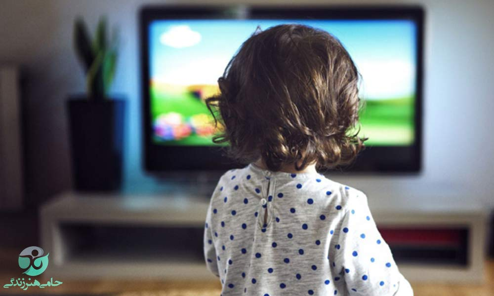 تلویزیون دیدن نوزادان | فواید و مضرات تماشای تلویزیون چیست؟