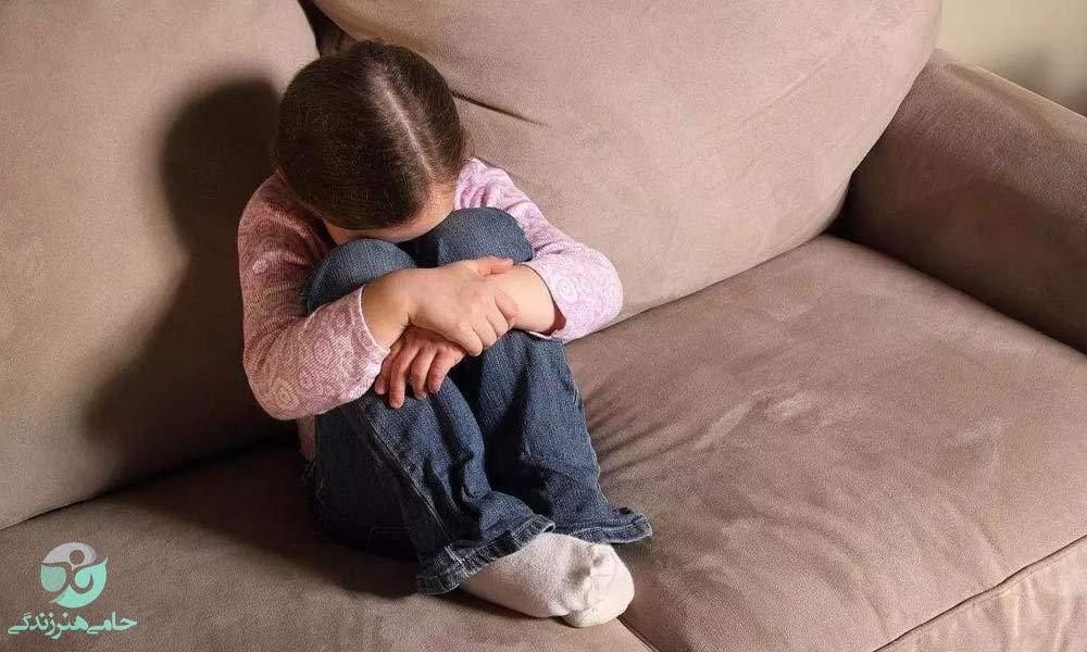 کودکان بد سرپرست | آسیبها و وظایف جامعه در قبال این کودکان
