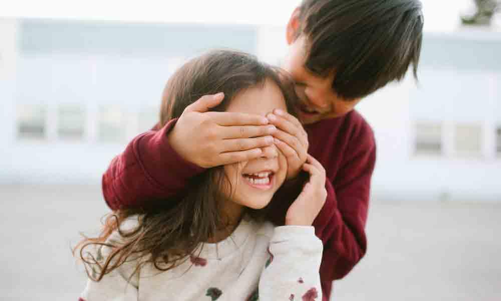صمیمیت بین خواهر و برادر | راه های بهبود رابطه خواهر و برادر