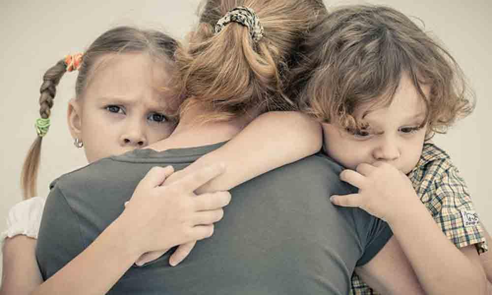 درمان وابستگی کودک | راه هایی برای کم کردن وابستگی کودکان