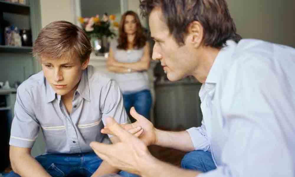 راست گفتن به پدر مادر | چرا و چگونه باید با پدر و مادر روراست بود؟