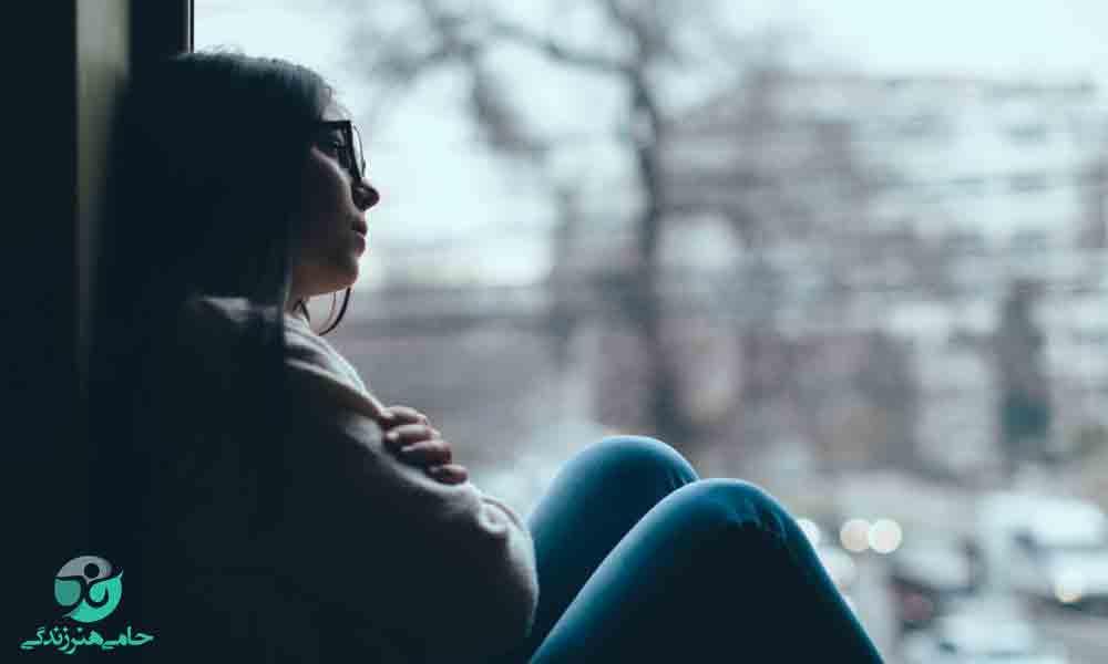 با احساس تنهایی در رابطه عاطفی چه کنیم؟ (راهحل کاربردی)