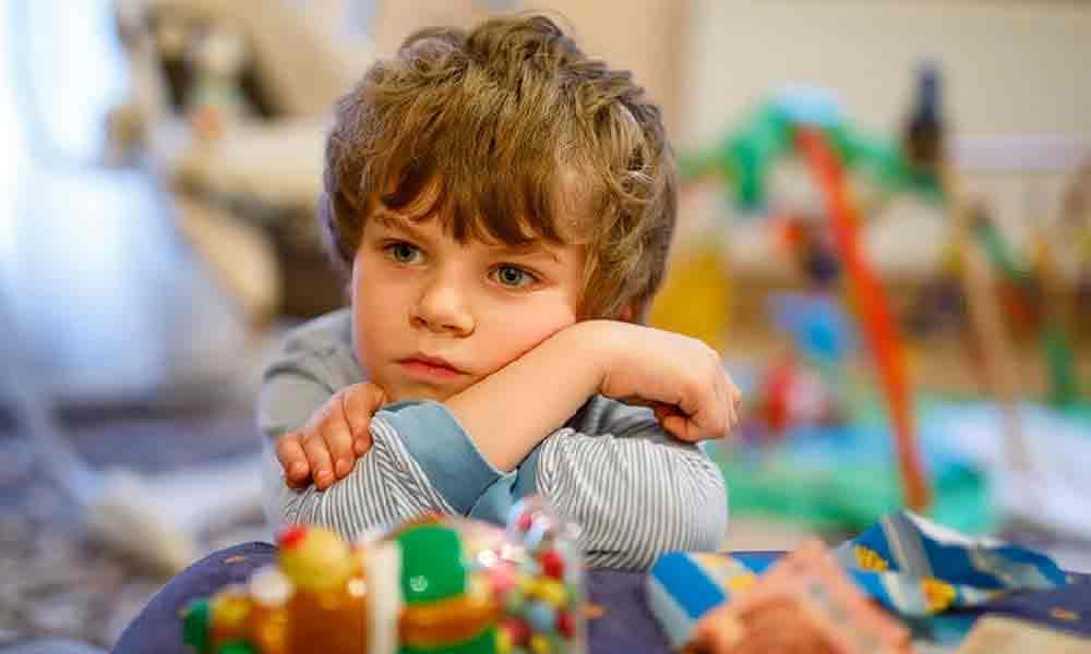 بازی نکردن کودک | علل و موانع بازی کردن کودکان