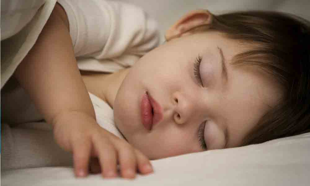 میزان خواب کودکان | کودکان چند ساعت باید بخوابند؟