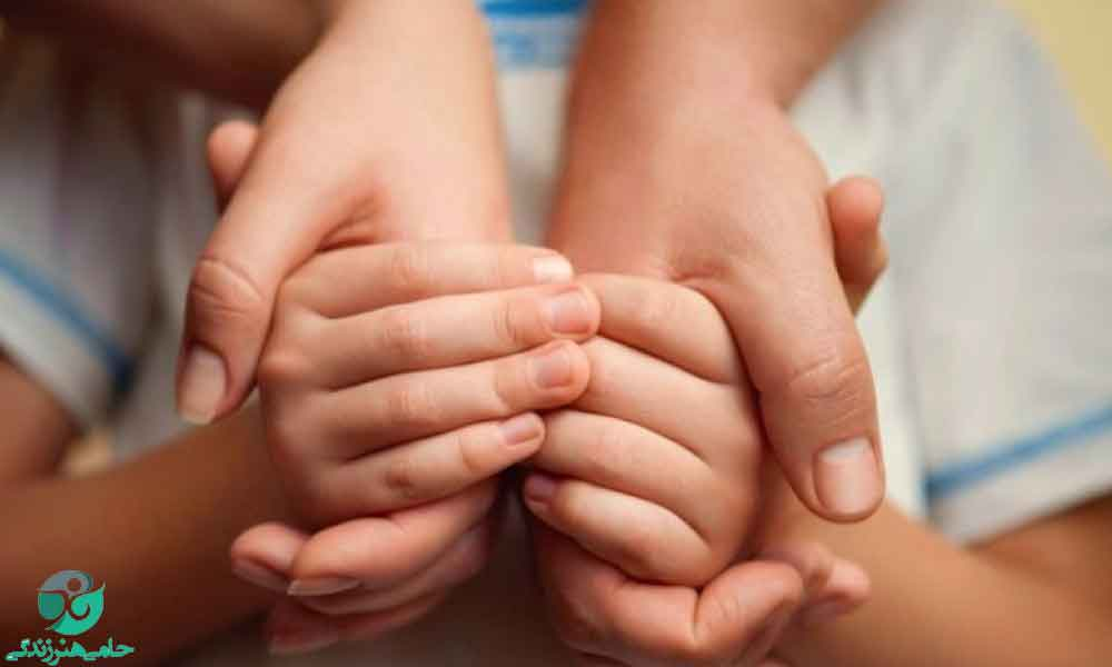رفتار با کودک یتیم | برخورد با کودکی که پدر یا مادرش را از دست داده