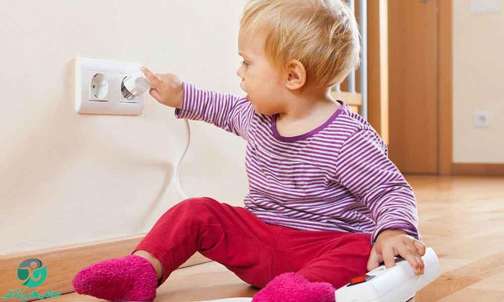 برق گرفتگی کودکان   هنگام برق گرفتگی کودک باید چه کارهایی انجام دهیم؟
