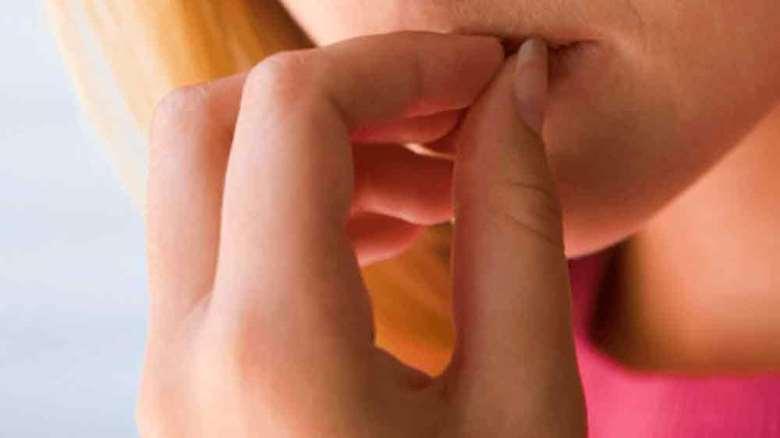وسواس پوست کنی | تشخیص و نحوه درمان وسواس کندن پوست