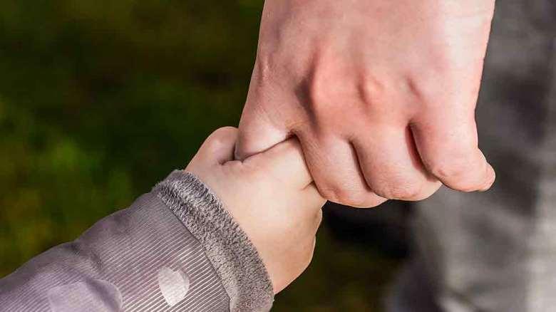 دلبستگی در کودکان | انواع ، عوامل موثر