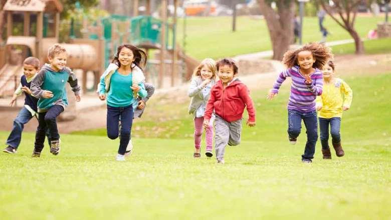 بازی کودکان   اهمیت و چگونگی بازی کودکان تا شش سالگی