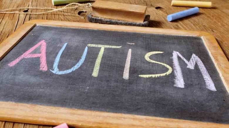 علائم اوتیسم   نشانههای کودکان مبتلا به اوتیسم چیست؟