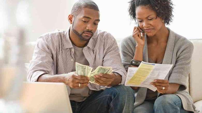 مشکلات مالی در زندگی زناشویی را چگونه مدیریت کنیم؟