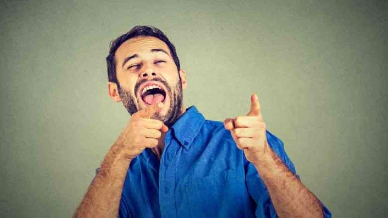 مسخره کردن | اثرات منفی و روش های برخورد با تمسخر