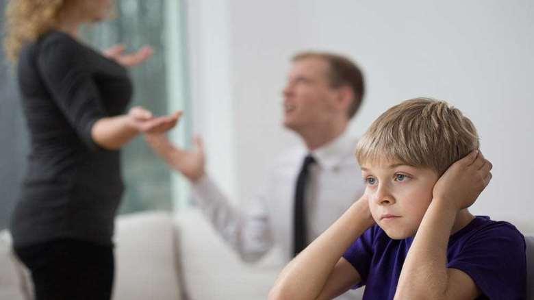 با دعوای پدر و مادر چه کنیم؟