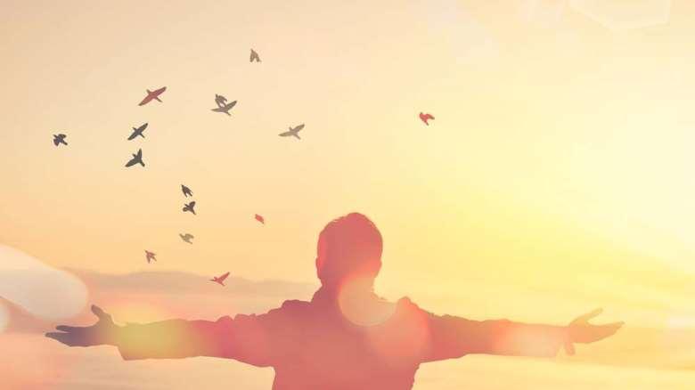 چگونه شاد زندگی کنیم ؟ | 4 گام اساسی برای رسیدن به زندگی شادتر
