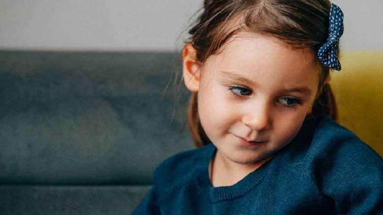 کمرویی کودکان | نشانه ها، علل و کاهش خجالت در کودکان