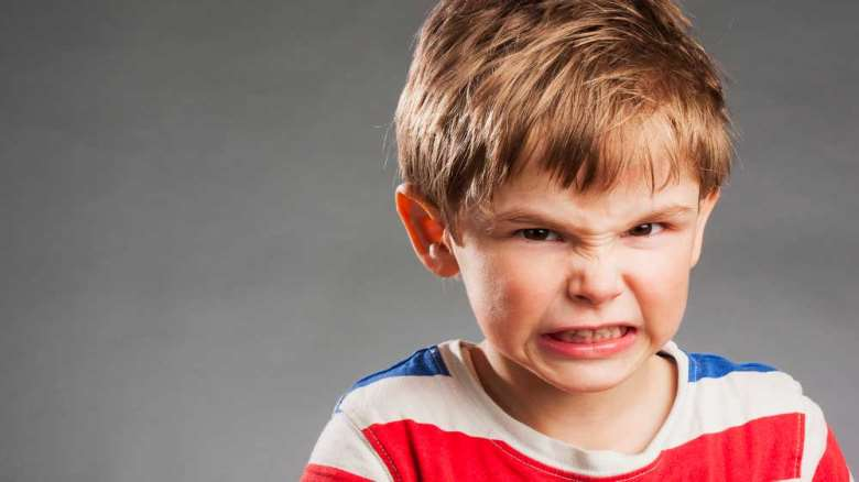 علت و راه های درمان دندان قروچه کردن کودکان