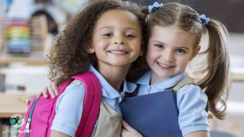 آموزش دوستیابی در مدرسه | راهکارهایی برای والدین و مربیان