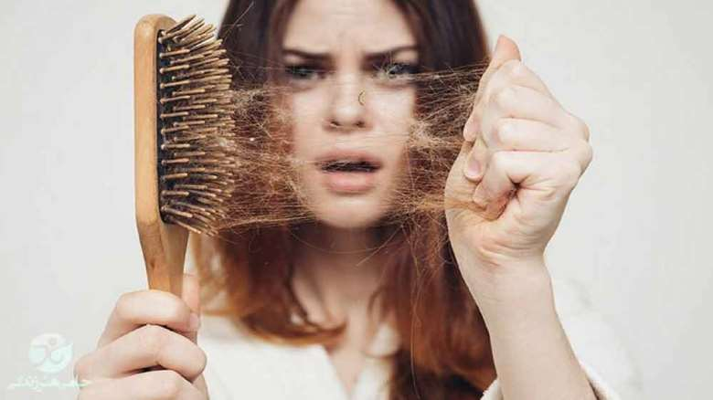 ریزش مو | علل و درمانهای خانگی برای ریزش مو