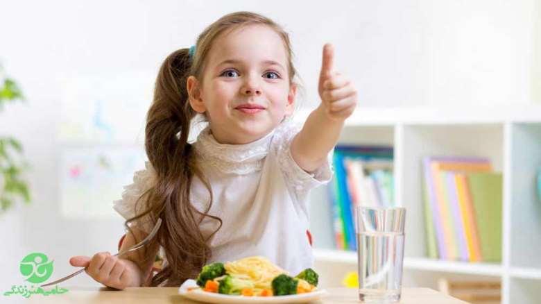 غذای مقوی برای کودکان | چگونه به تغذیه کودکان کمک کنیم؟